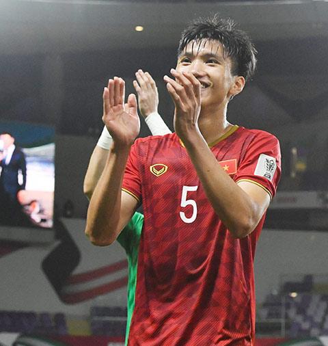 Văn Hậu có phải là cầu thủ Việt Nam đầu tiên được chơi tại Europa League